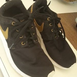 Nike sneakers excellent condition